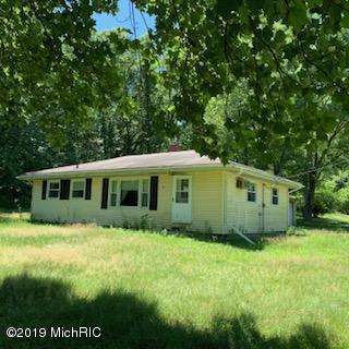 2391 Lowell View Avenue SE, Lowell, MI 49331 (MLS #19032868) :: JH Realty Partners