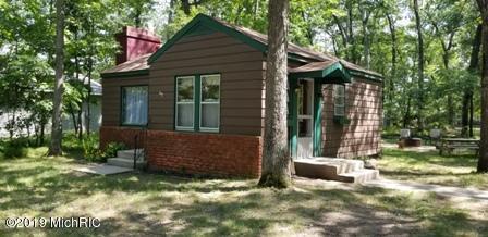 8027 W Hemlock Avenue, Baldwin, MI 49304 (MLS #19033136) :: Deb Stevenson Group - Greenridge Realty