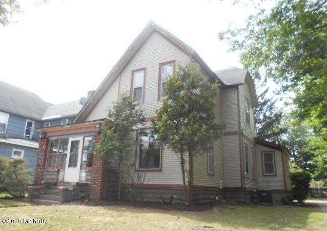 1461 Clinton Street, Muskegon, MI 49442 (MLS #19033309) :: Deb Stevenson Group - Greenridge Realty