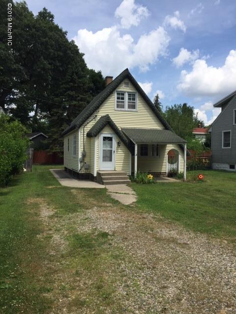 1743 Walker Avenue NW, Grand Rapids, MI 49504 (MLS #19033538) :: Deb Stevenson Group - Greenridge Realty