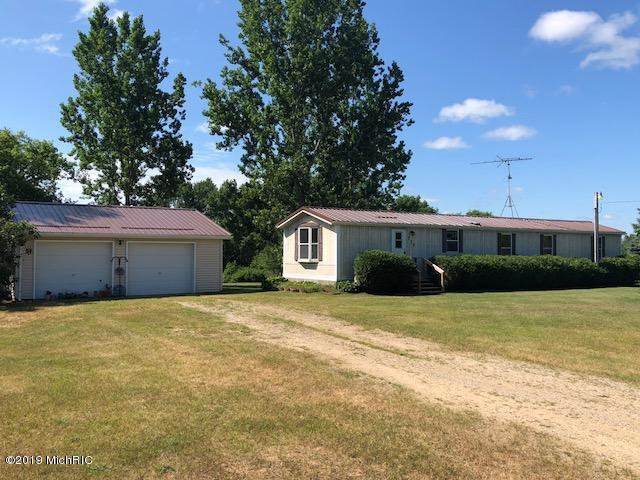 735 7 Mile, Blanchard, MI 49310 (MLS #19034463) :: Deb Stevenson Group - Greenridge Realty