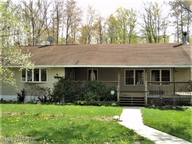 5977 N Evergreen Drive, White Cloud, MI 49349 (MLS #19038126) :: CENTURY 21 C. Howard