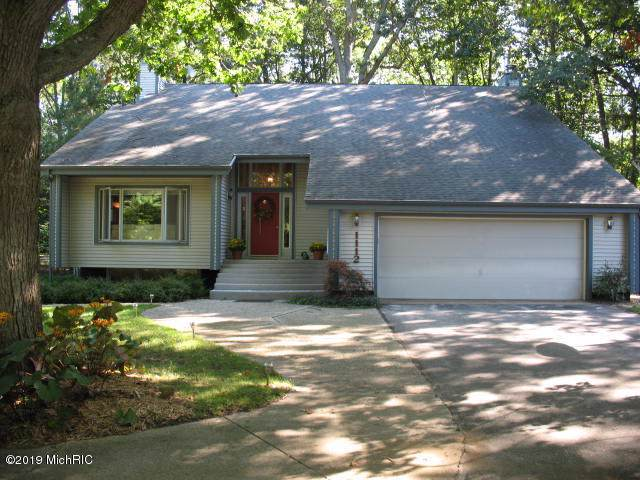 1112 Kenowa Drive, Ludington, MI 49431 (MLS #19045290) :: Deb Stevenson Group - Greenridge Realty