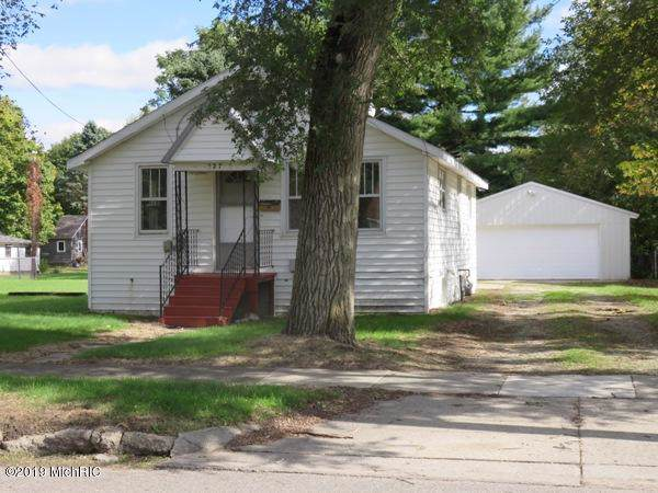 327 S Walker Street, Bronson, MI 49028 (MLS #19050497) :: JH Realty Partners