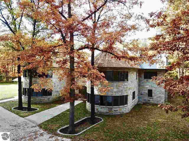 2404 W 10 1/2 Mile Road, Irons, MI 49644 (MLS #19052784) :: Deb Stevenson Group - Greenridge Realty