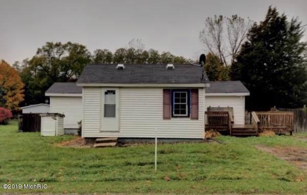 84670 2nd Street, Hartford, MI 49057 (MLS #19053477) :: Deb Stevenson Group - Greenridge Realty
