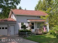 539 N Morris Street, Pentwater, MI 49449 (MLS #19055402) :: Deb Stevenson Group - Greenridge Realty