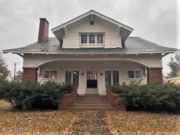 238 W Upton Avenue, Reed City, MI 49677 (MLS #19055971) :: Deb Stevenson Group - Greenridge Realty