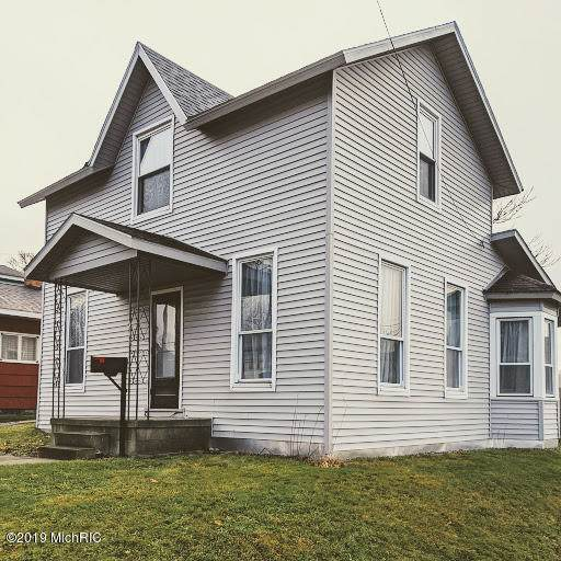 251 Fifth Avenue, Manistee, MI 49660 (MLS #19056235) :: Deb Stevenson Group - Greenridge Realty