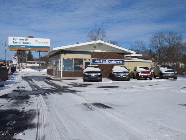 923 S Mitchell Street, Cadillac, MI 49601 (MLS #20000379) :: CENTURY 21 C. Howard