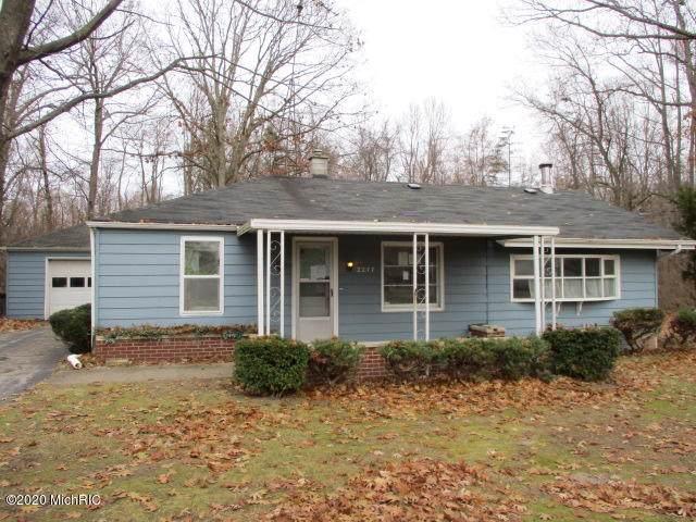 2277 Laurel Avenue, Benton Harbor, MI 49022 (MLS #20001669) :: CENTURY 21 C. Howard