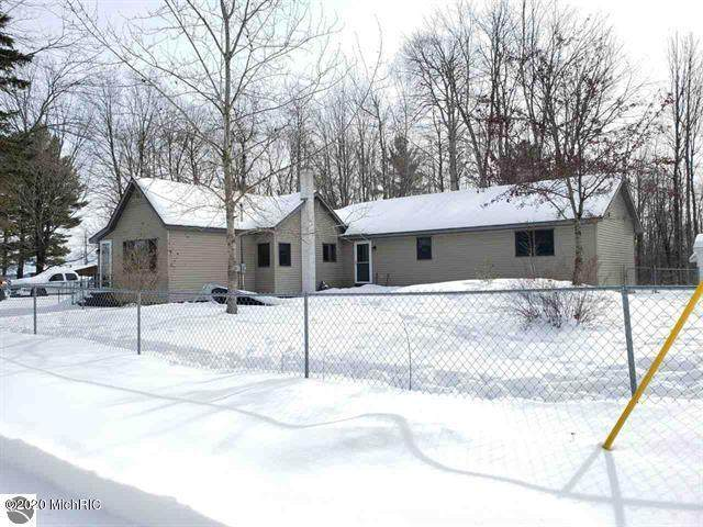 111 Maple Boulevard, Cadillac, MI 49601 (MLS #20006012) :: Deb Stevenson Group - Greenridge Realty