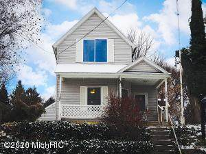 824 Emerald Avenue NE, Grand Rapids, MI 49503 (MLS #20006128) :: Deb Stevenson Group - Greenridge Realty