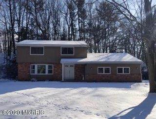 4071 Nob Hill Drive, Norton Shores, MI 49441 (MLS #20007079) :: JH Realty Partners