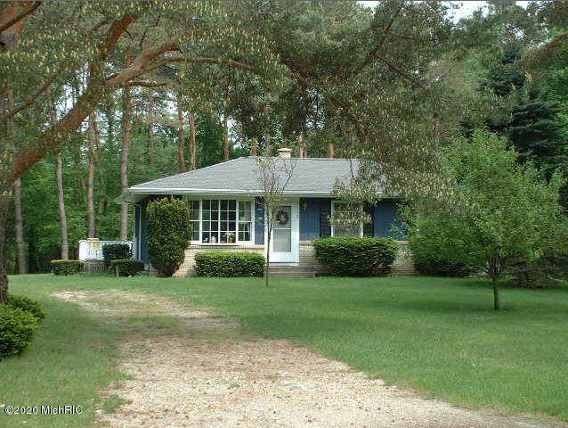 8390 S Evergreen Drive, Newaygo, MI 49337 (MLS #20007245) :: Deb Stevenson Group - Greenridge Realty