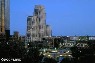 142 Campau Circle NW, Grand Rapids, MI 49504 (MLS #20011600) :: CENTURY 21 C. Howard