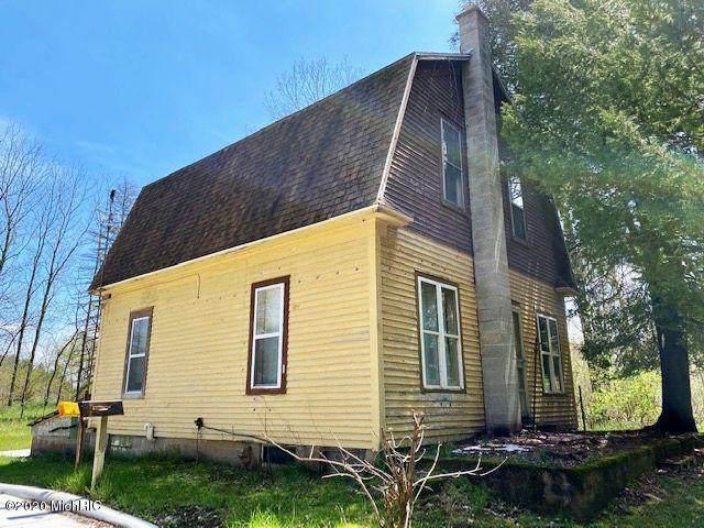 3284 N Maple Island Road, Hesperia, MI 49421 (MLS #20017061) :: CENTURY 21 C. Howard