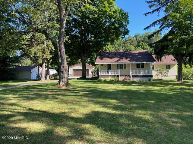 2704 W Lake Road, Hart, MI 49420 (MLS #20032069) :: Ron Ekema Team