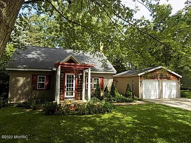 181 E Ash Street, Cedar Springs, MI 49319 (MLS #20032271) :: Jennifer Lane-Alwan
