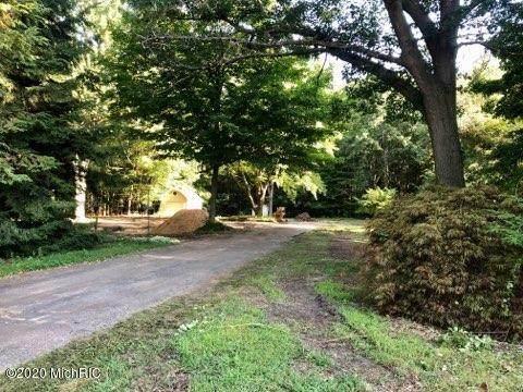 17305 W Spring Lake Road, Spring Lake, MI 49456 (MLS #20033443) :: Deb Stevenson Group - Greenridge Realty