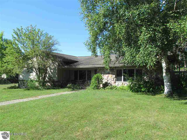 10076 8 Mile Road, Evart, MI 49631 (MLS #20033891) :: Deb Stevenson Group - Greenridge Realty