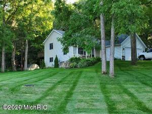 6963 Timberview Drive, Greenville, MI 48838 (MLS #20040033) :: Deb Stevenson Group - Greenridge Realty