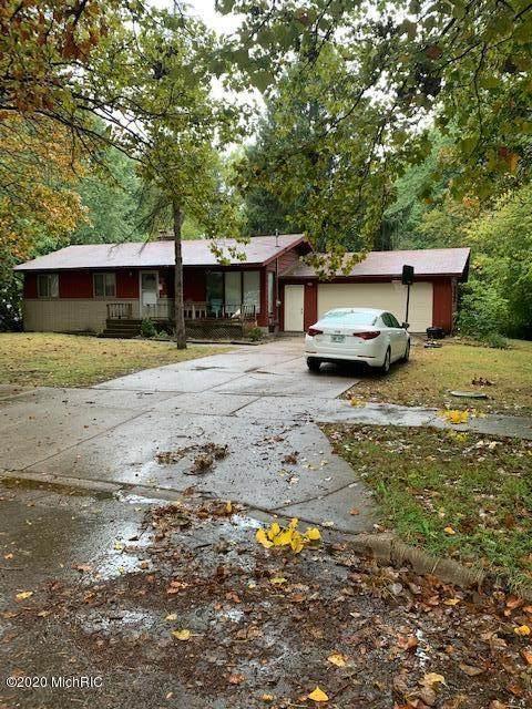4105 Poinsettia Avenue SE, Grand Rapids, MI 49508 (MLS #20040641) :: Ginger Baxter Group