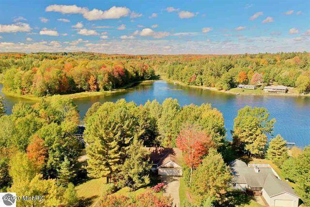 9355 Point Lookout Drive, Cadillac, MI 49601 (MLS #20042425) :: Jennifer Lane-Alwan