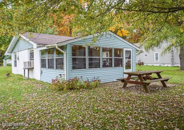 1236 Dean Lake Drive, Colon, MI 49040 (MLS #20043743) :: Jennifer Lane-Alwan