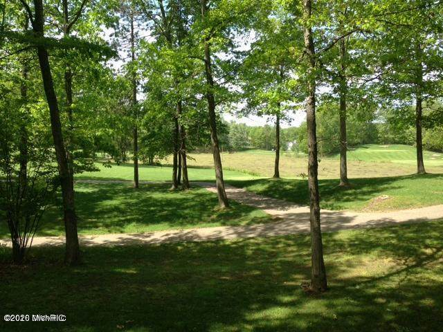 9137 Briarstone, Canadian Lakes, MI 49346 (MLS #20045277) :: Keller Williams RiverTown