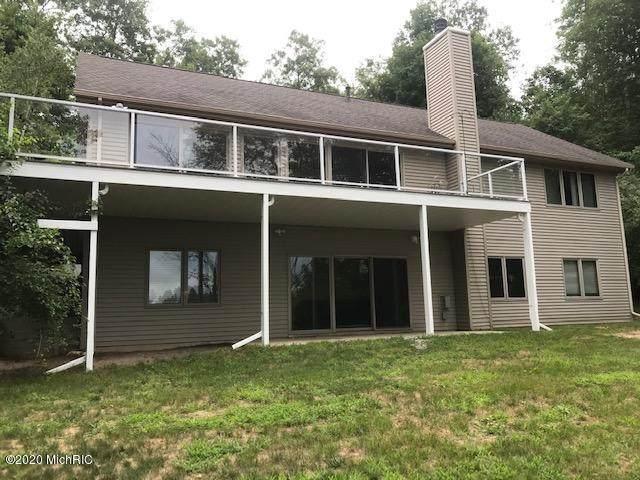 9207 Woodland Drive, Onekama, MI 49675 (MLS #20047963) :: Deb Stevenson Group - Greenridge Realty