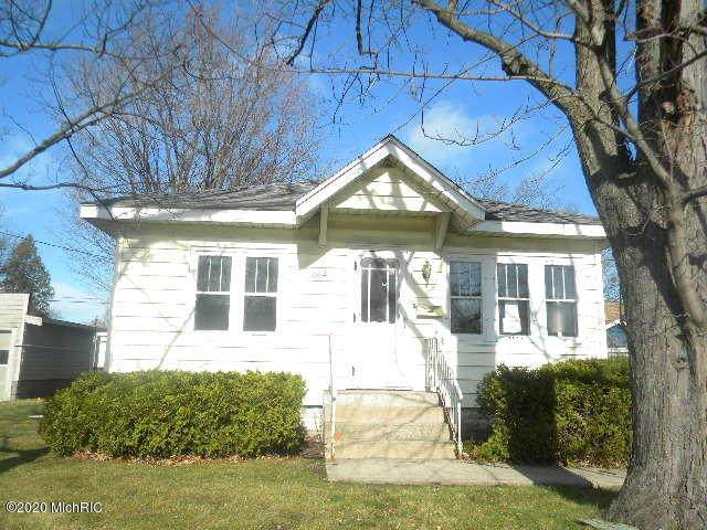 1002 W Laketon Avenue, Muskegon, MI 49441 (MLS #20048116) :: Deb Stevenson Group - Greenridge Realty