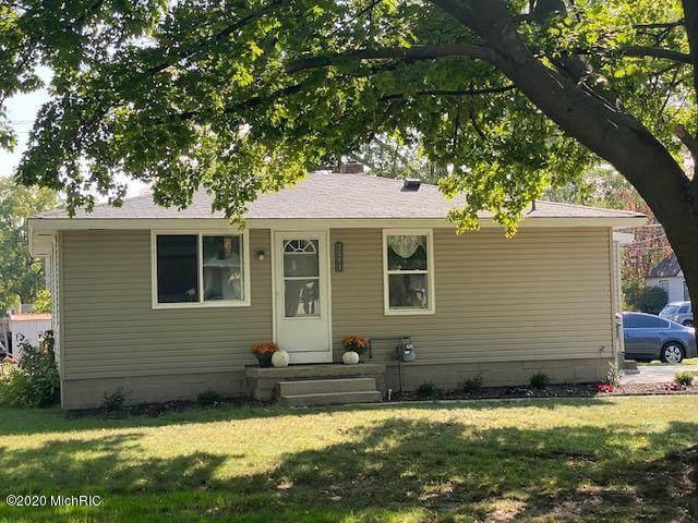 2091 Columbus Avenue, Norton Shores, MI 49441 (MLS #21000170) :: Deb Stevenson Group - Greenridge Realty