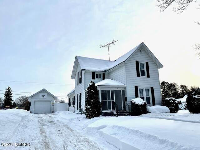 321 W Todd Avenue, Reed City, MI 49677 (MLS #21004220) :: Deb Stevenson Group - Greenridge Realty