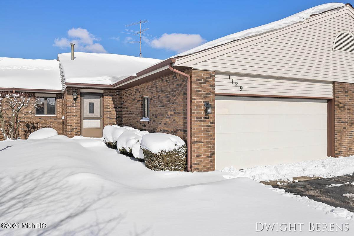 1129 Amberwood West Drive - Photo 1
