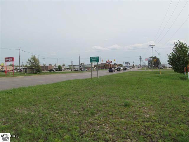 3910 S Mackinaw Trail, Cadillac, MI 49601 (MLS #21006940) :: CENTURY 21 C. Howard