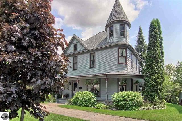 412 E Harris Street, Cadillac, MI 49601 (MLS #21007691) :: Deb Stevenson Group - Greenridge Realty