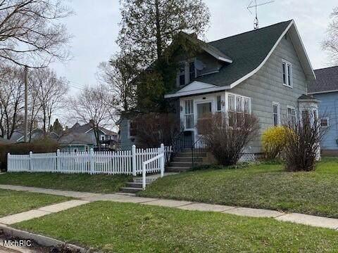 515 Fairview Avenue, Manistee, MI 49660 (MLS #21012097) :: Deb Stevenson Group - Greenridge Realty