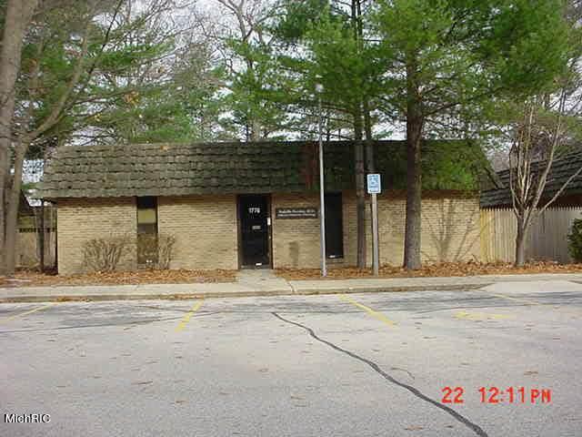 1784 Oak Avenue, Muskegon, MI 49442 (MLS #21013529) :: Your Kzoo Agents
