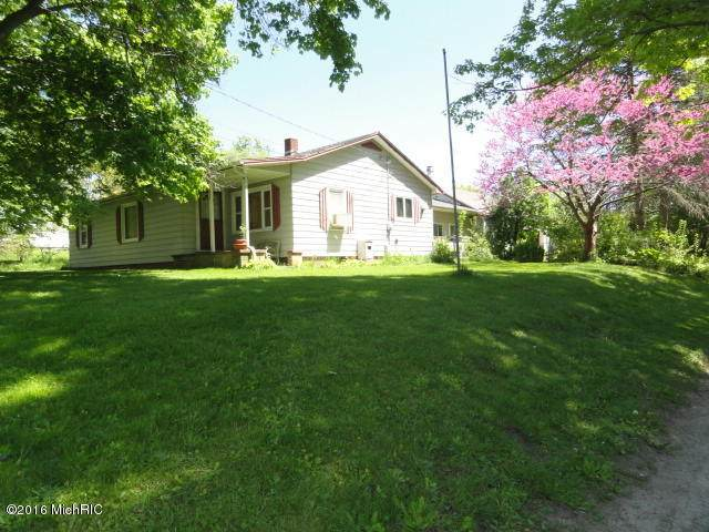 224 Plains Street, Muir, MI 48860 (MLS #21014332) :: Your Kzoo Agents