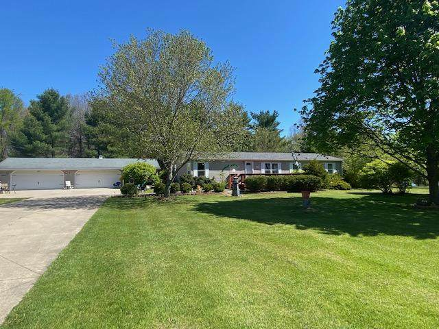 4560 W Bacon Road, Hillsdale, MI 49242 (MLS #21016965) :: Your Kzoo Agents