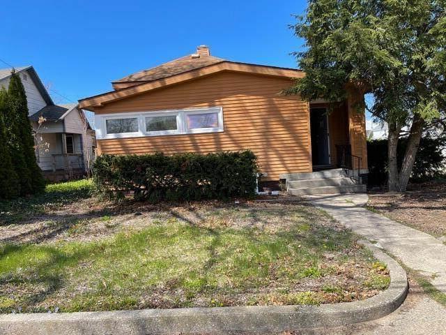 1435 Peck Street, Muskegon, MI 49441 (MLS #21017466) :: Deb Stevenson Group - Greenridge Realty