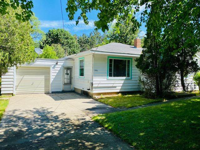 936 Fourteenth Street, Manistee, MI 49660 (MLS #21022515) :: Deb Stevenson Group - Greenridge Realty