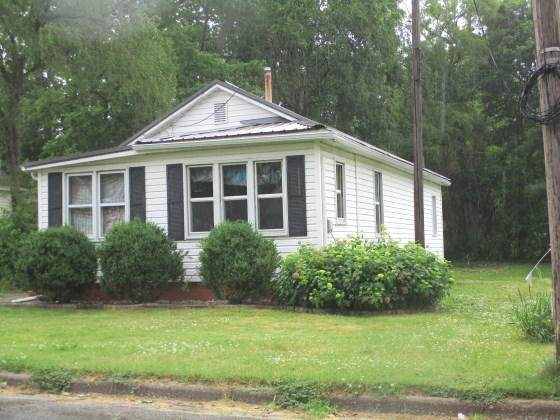 404 W Roe Street, Buchanan, MI 49107 (MLS #21023432) :: Deb Stevenson Group - Greenridge Realty