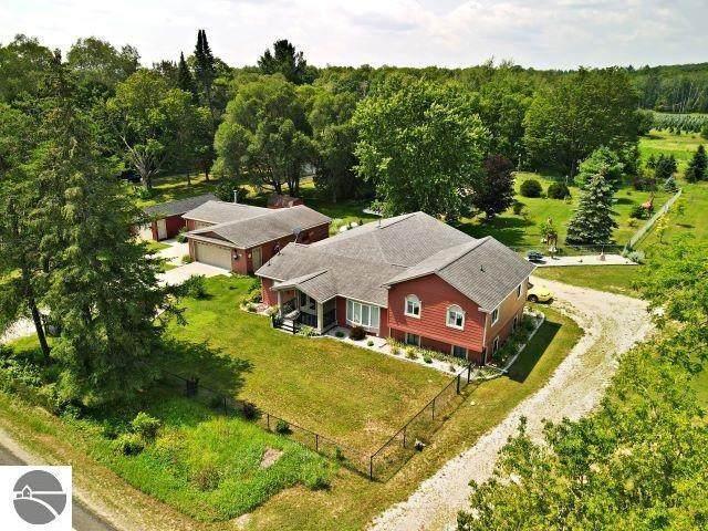 7051 N 7 Mile Road, Lake City, MI 49651 (MLS #21097917) :: Deb Stevenson Group - Greenridge Realty