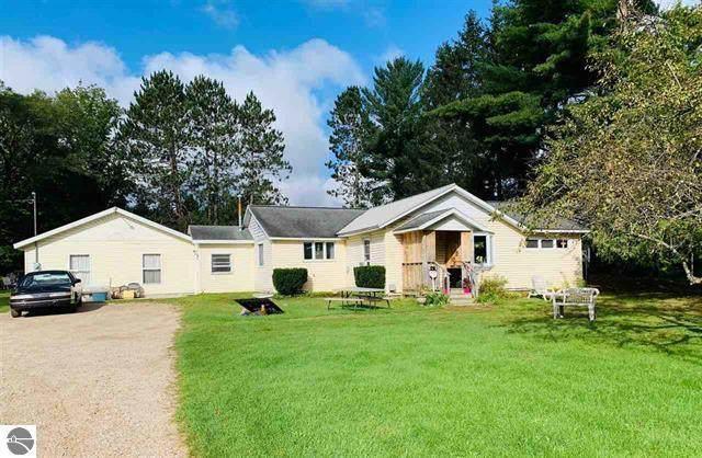 2928 S Mackinaw Trail, Cadillac, MI 49601 (MLS #21106220) :: Sold by Stevo Team | @Home Realty