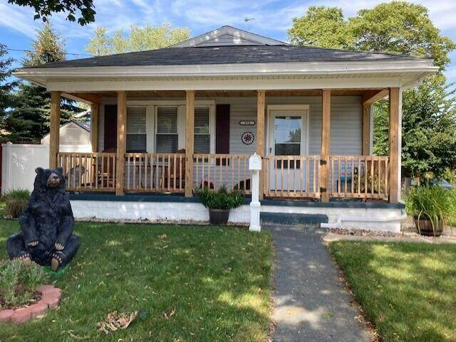 990 W Laketon Avenue, Muskegon, MI 49441 (MLS #21107956) :: Deb Stevenson Group - Greenridge Realty