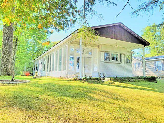 905 Beaver Road, Bitely, MI 49309 (MLS #21107964) :: Deb Stevenson Group - Greenridge Realty