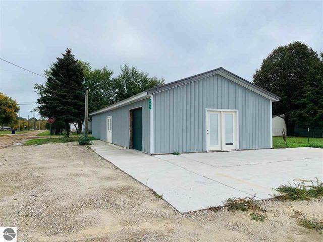 231 Simmons Street, Cadillac, MI 49601 (MLS #21109218) :: Sold by Stevo Team | @Home Realty