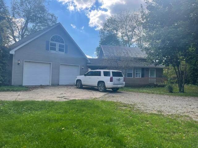 244 S Prairie Street, Lyons, MI 48851 (MLS #21110750) :: Sold by Stevo Team   @Home Realty